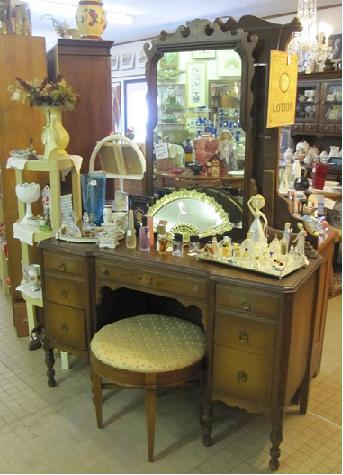 Colonial Beach Antiques Shop - Rydell's